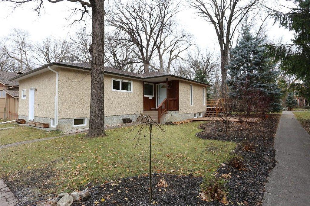 Photo 2: Photos: 306 Wildwood Park in Winnipeg: Wildwood Single Family Detached for sale (1J)  : MLS®# 1728410