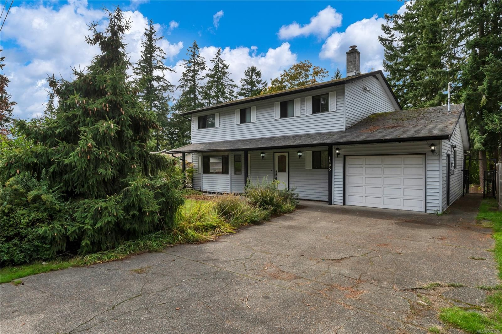 Main Photo: 1396 Stag Rd in : CR Willow Point House for sale (Campbell River)  : MLS®# 887636
