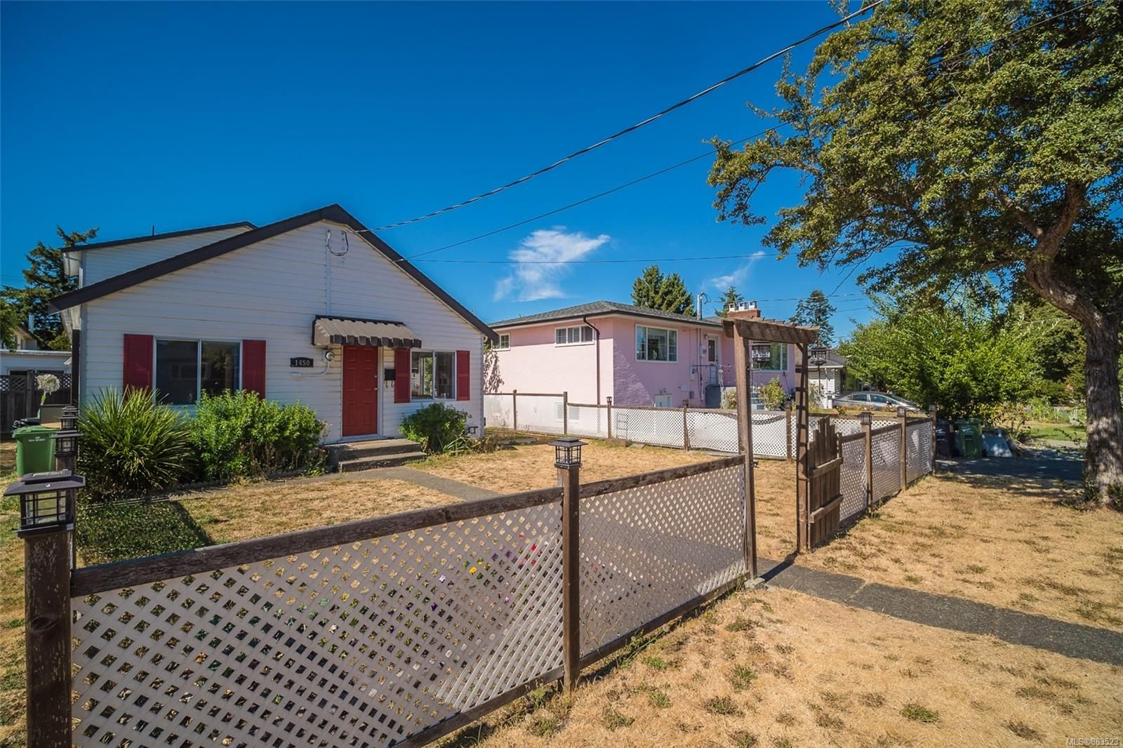 Main Photo: 1450 Westall Ave in : Vi Oaklands House for sale (Victoria)  : MLS®# 883523