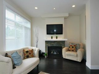 Photo 3: # 52 22865 TELOSKY AV in Maple Ridge: East Central Condo for sale : MLS®# V1013638