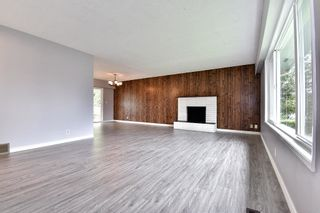 Photo 3: 17836 59A Avenue in Surrey: Cloverdale BC House for sale (Cloverdale)  : MLS®# R2111038