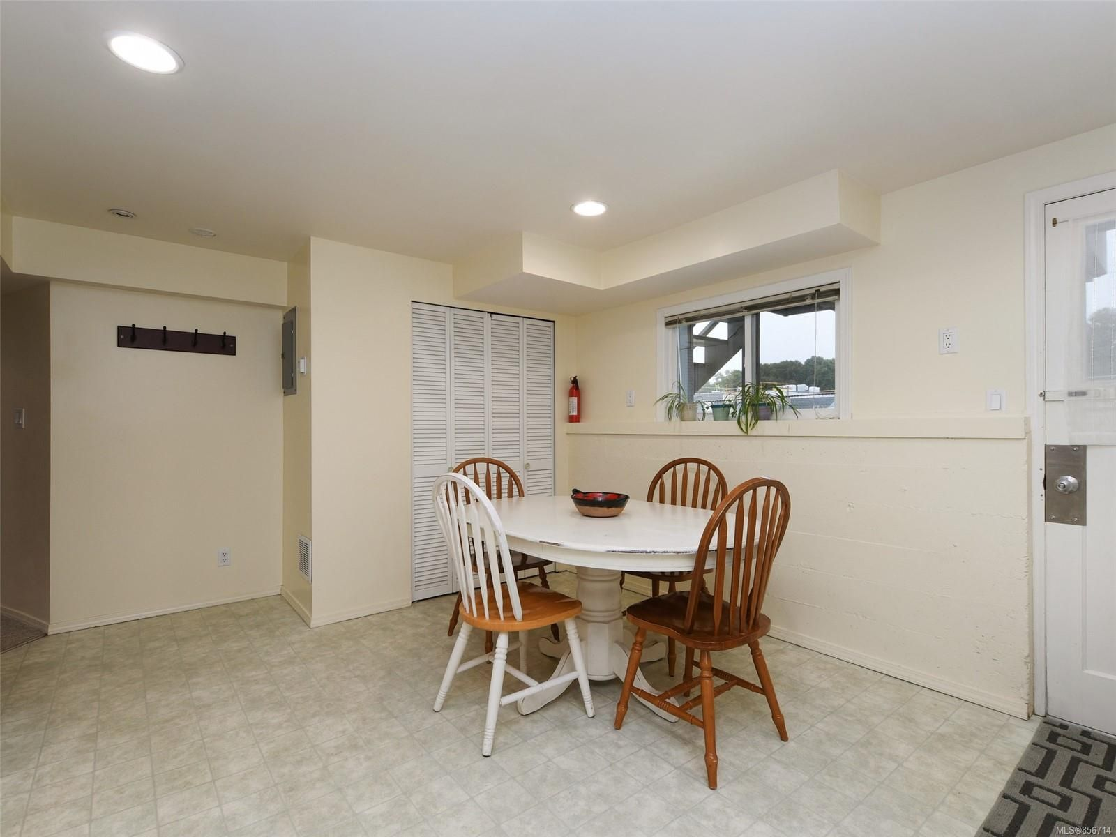 Photo 15: Photos: 3909 Ansell Rd in : SE Mt Tolmie House for sale (Saanich East)  : MLS®# 856714