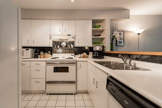 """Photo 13: 202 1665 ARBUTUS Street in Vancouver: Kitsilano Condo for sale in """"THE BEACHES"""" (Vancouver West)  : MLS®# R2094713"""