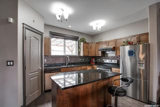 Photo 6: 819 Willowgrove Crescent in Saskatoon: Willowgrove Residential for sale : MLS®# SK852564