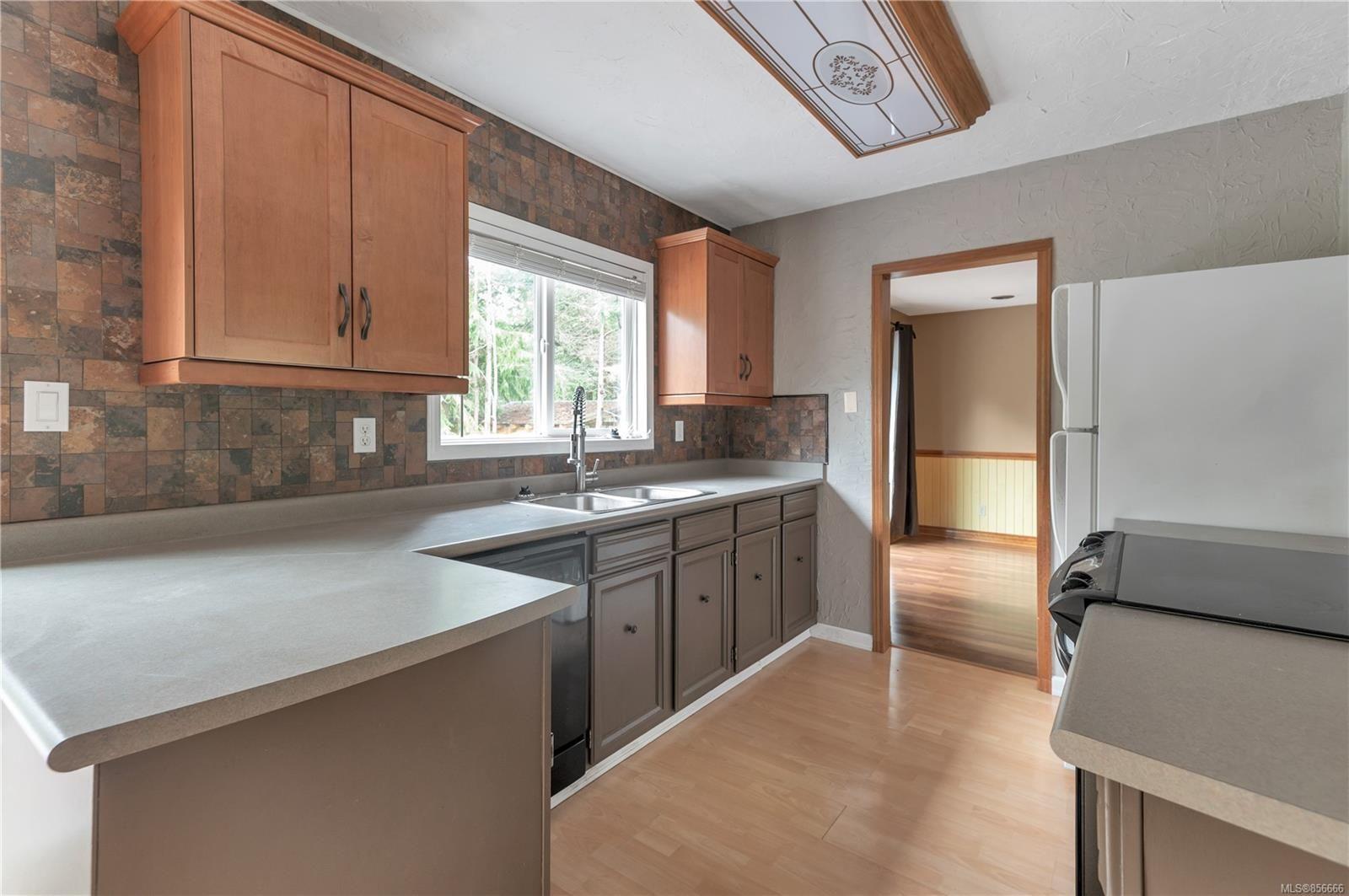 Photo 6: Photos: 2468 Oakes Rd in : CV Merville Black Creek House for sale (Comox Valley)  : MLS®# 856666