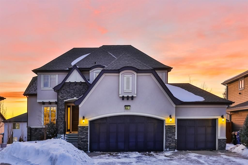 Main Photo: 72 ROCKCLIFF Grove NW in Calgary: Rocky Ridge Detached for sale : MLS®# A1085036