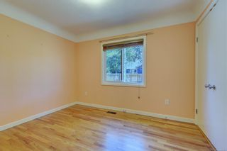 Photo 12: 2501 Wootton Cres in : OB Henderson House for sale (Oak Bay)  : MLS®# 882691
