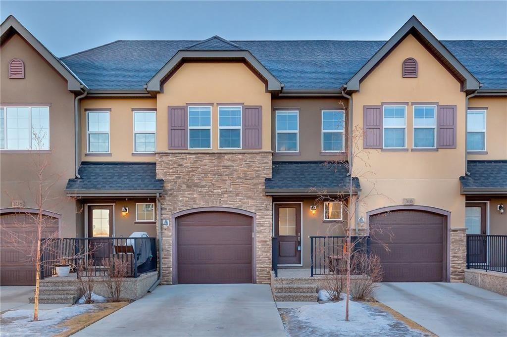 Main Photo: 312 QUARRY Villa SE in Calgary: Douglasdale/Glen Row/Townhouse for sale : MLS®# C4224154