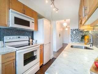 """Photo 13: 401 5926 TISDALL Street in Vancouver: Oakridge VW Condo for sale in """"OAKMONT PLAZA"""" (Vancouver West)  : MLS®# R2374156"""