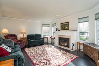 """Photo 8: 6117 W BOUNDARY Drive in Surrey: Panorama Ridge Townhouse for sale in """"LAKEWOOD GARDENS"""" : MLS®# R2318441"""