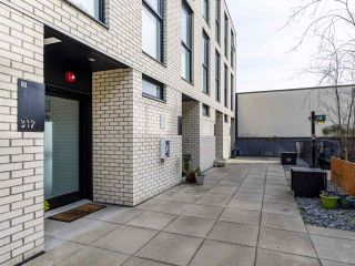 """Photo 2: 312 1647 E PENDER Street in Vancouver: Hastings Townhouse for sale in """"The Oxley"""" (Vancouver East)  : MLS®# R2555021"""