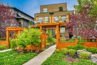 Main Photo: 1812 Westmount Boulevard NW in Calgary: Hillhurst Semi Detached for sale : MLS®# A1033768