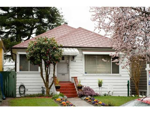 """Main Photo: 2725 TRINITY Street in Vancouver: Hastings East House for sale in """"THE SWEET SPOT NORTH OF MCGILL"""" (Vancouver East)  : MLS®# V880022"""
