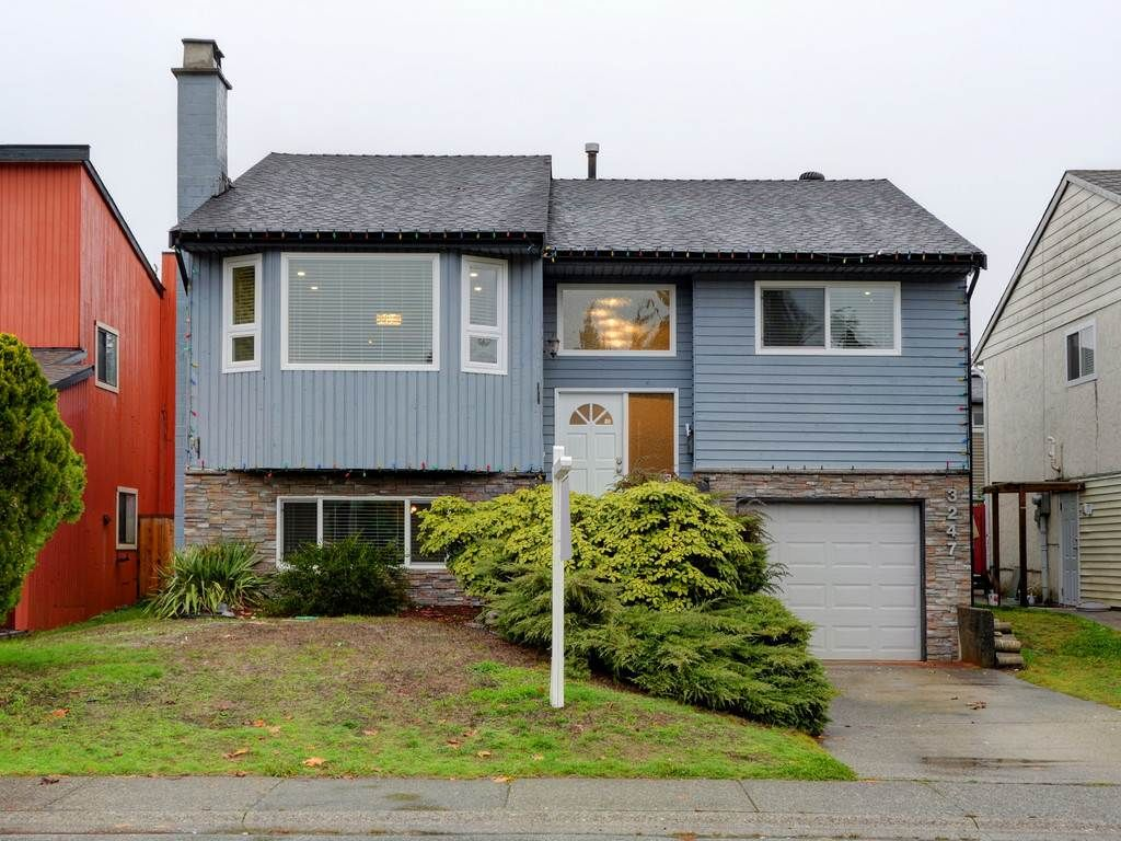 Main Photo: 3247 SAMUELS Court in Coquitlam: New Horizons House for sale : MLS®# R2219617