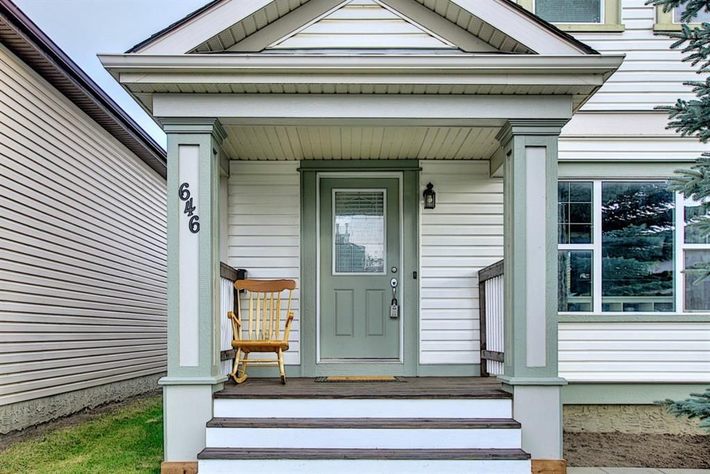 Photo 2: Photos: 646 EVERMEADOW Road SW in Calgary: Evergreen Detached for sale : MLS®# A1023171