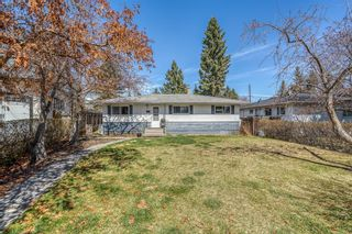 Photo 1: 49 White Oak Crescent SW in Calgary: Wildwood Detached for sale : MLS®# A1102539
