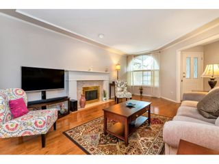 """Photo 3: 6139 W BOUNDARY Drive in Surrey: Panorama Ridge Townhouse for sale in """"LAKEWOOD GARDENS"""" : MLS®# R2452648"""