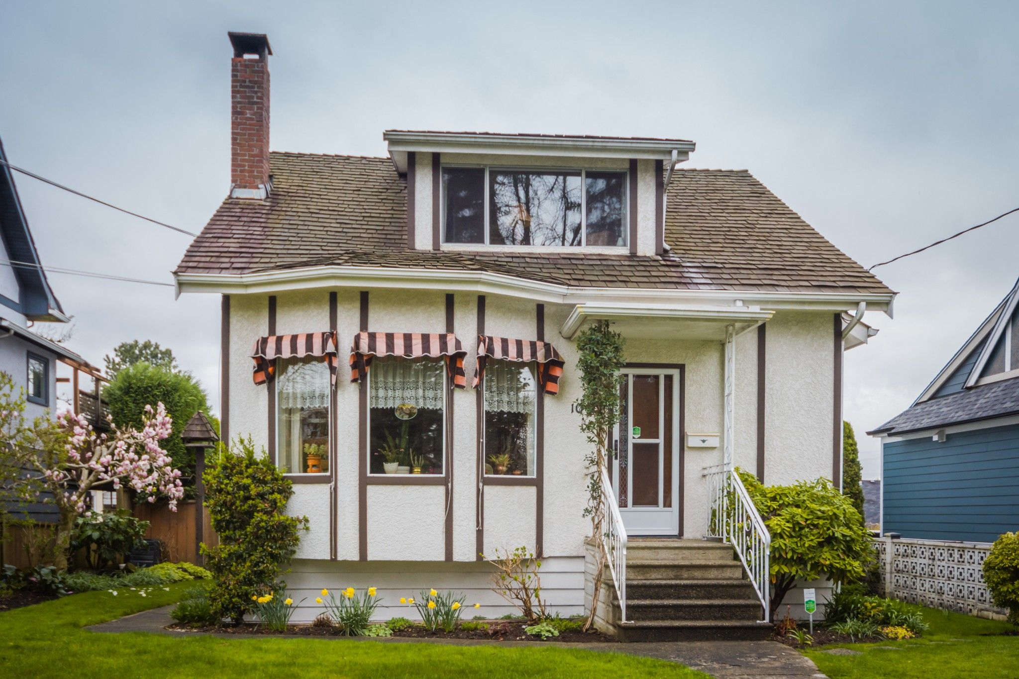"""Photo 3: Photos: 107 PRINCESS Street in New Westminster: GlenBrooke North House for sale in """"Glenbrooke North"""" : MLS®# R2358242"""