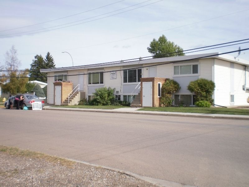 Main Photo: 10215 98th Street in Fort St. John: Home for sale : MLS®# F3100777