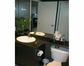 """Photo 7: 303 124 W 1ST ST in North Vancouver: Lower Lonsdale Condo for sale in """"THE 'Q'"""" : MLS®# V586942"""