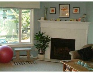 "Photo 2: 2393 OAK ST in Vancouver: Fairview VW Townhouse for sale in ""OAK PLACE"" (Vancouver West)  : MLS®# V557131"