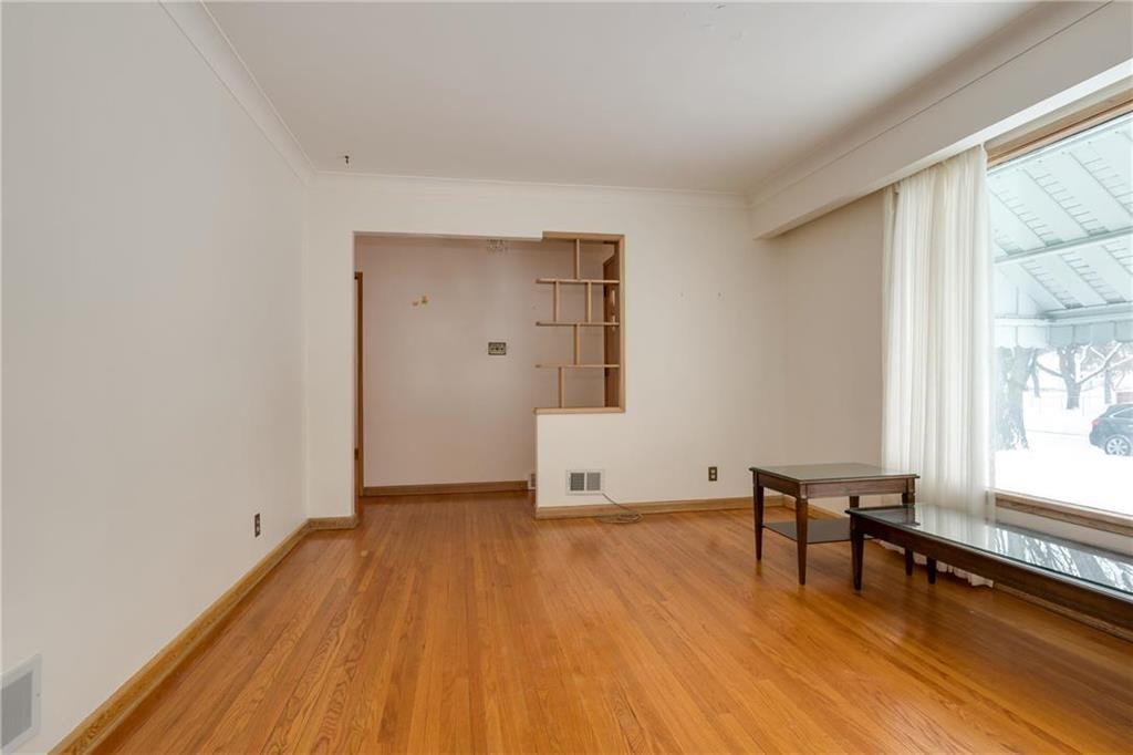 Photo 3: Photos: 987 Machray Avenue in Winnipeg: Sinclair Park Residential for sale (4C)  : MLS®# 202001399