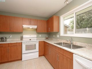 Photo 5: 1063 Hyacinth Ave in VICTORIA: SW Strawberry Vale House for sale (Saanich West)  : MLS®# 786596