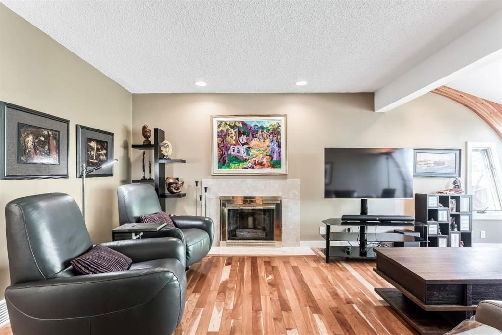 Photo 13: Photos: 84 WOODBROOK Close SW in Calgary: Woodbine Detached for sale : MLS®# A1037845