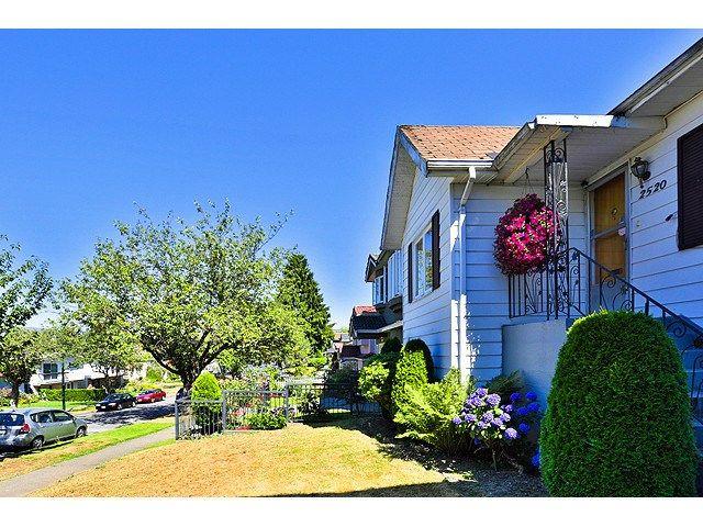 Main Photo: 2520 E 28TH AV in Vancouver: Collingwood VE House for sale (Vancouver East)  : MLS®# V1138108