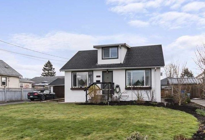 Main Photo: 9356 WOODBINE Street in Chilliwack: Chilliwack E Young-Yale House for sale : MLS®# R2557035