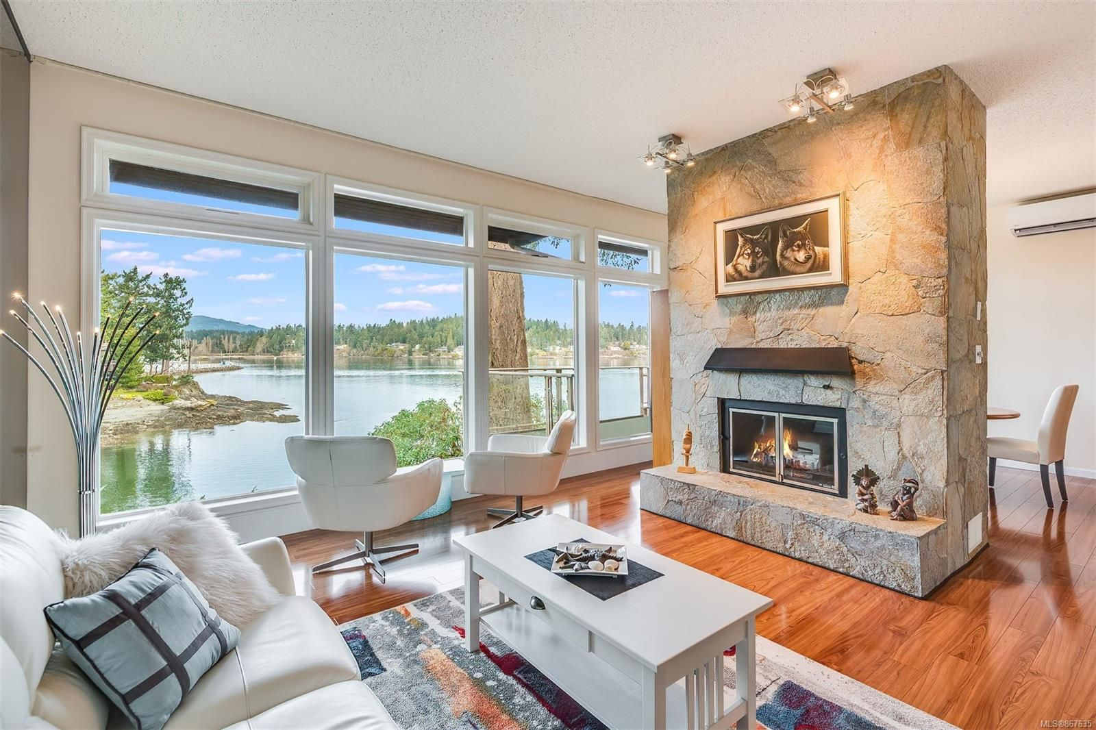 Main Photo: 4 2353 Harbour Rd in : Si Sidney North-East Row/Townhouse for sale (Sidney)  : MLS®# 867635