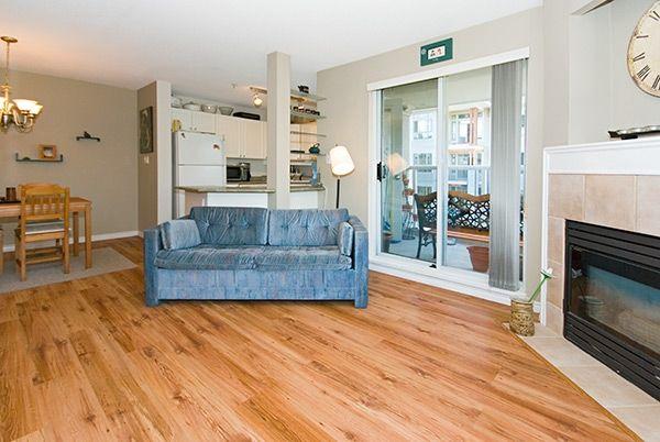 "Photo 4: Photos: 308 2485 ATKINS Avenue in Port_Coquitlam: Central Pt Coquitlam Condo for sale in ""THE ESPLANADE"" (Port Coquitlam)  : MLS®# V663297"