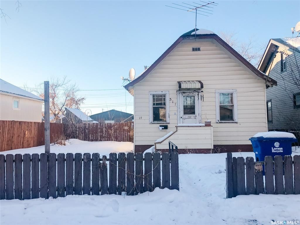 Main Photo: 517 J Avenue South in Saskatoon: Riversdale Residential for sale : MLS®# SK838292