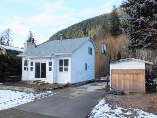 Photo 2: 66531 KERELUK Road in Hope: Hope Kawkawa Lake House for sale : MLS®# R2532830