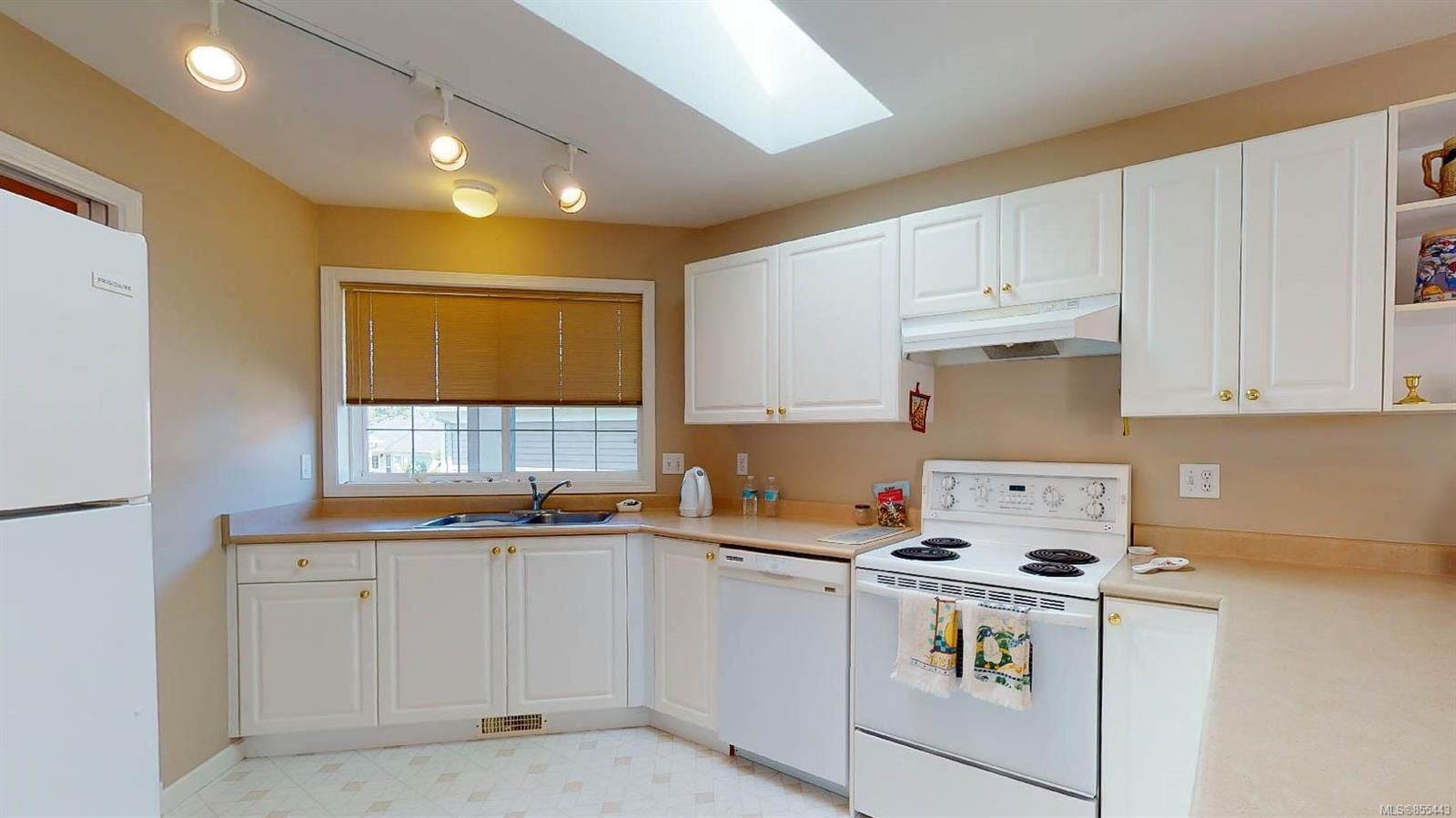 Photo 14: Photos: 1294 Leeward Way in : PQ Qualicum Beach House for sale (Parksville/Qualicum)  : MLS®# 855443