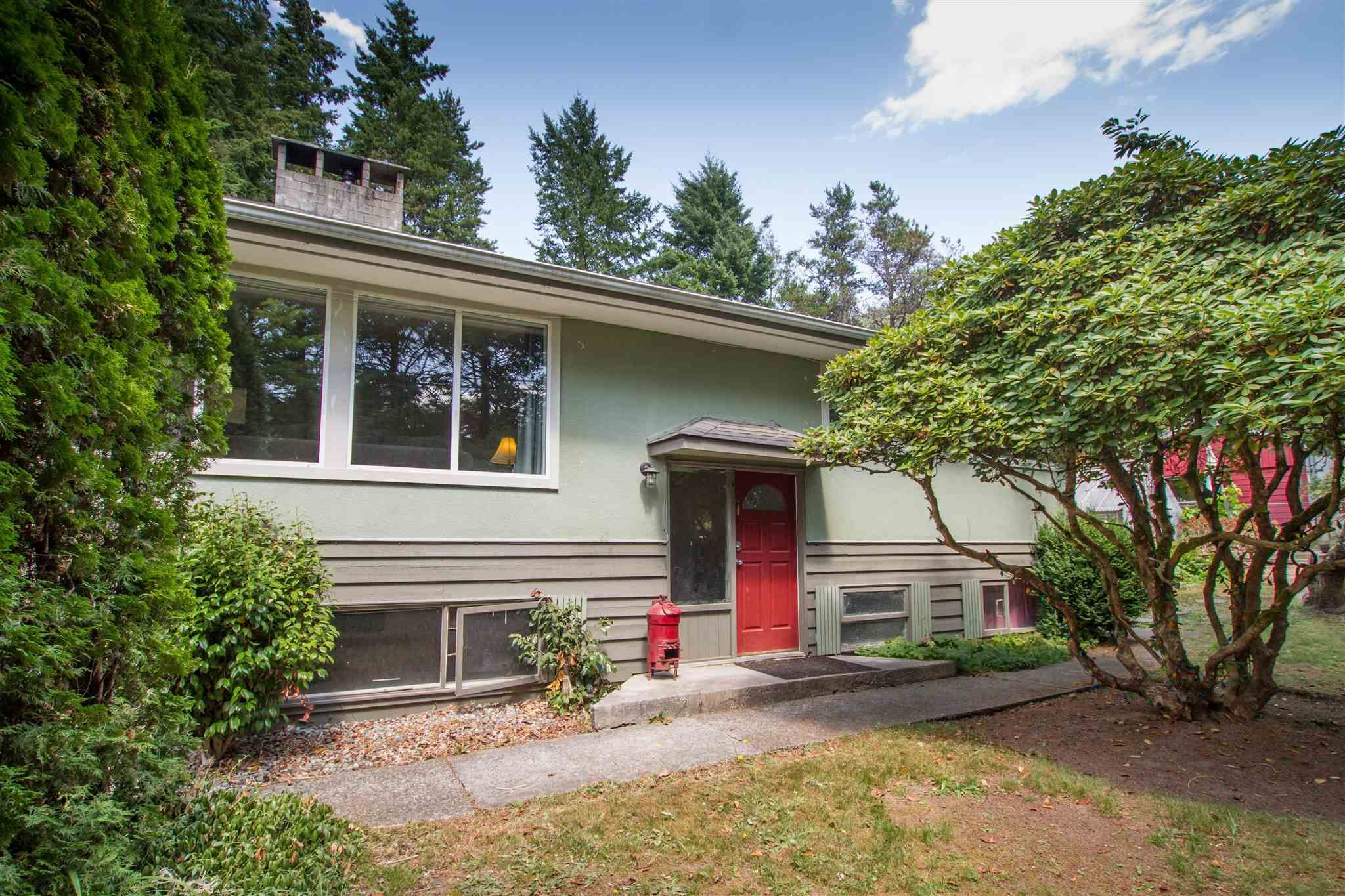 Main Photo: 1549 DEPOT Road in Squamish: Brackendale House for sale : MLS®# R2605847