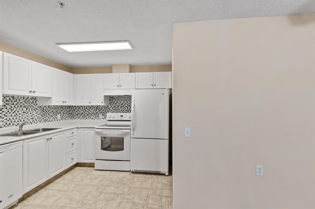 Photo 7: Photos: 205 5000 Somervale Court SW in Calgary: Somerset Apartment for sale : MLS®# A1101602