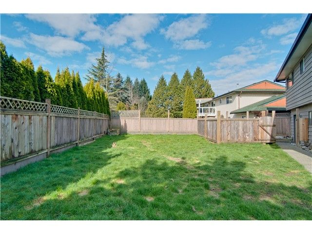 """Photo 6: Photos: 19860 N WILDWOOD Crescent in Pitt Meadows: South Meadows House for sale in """"WILDWOOD"""" : MLS®# V995390"""