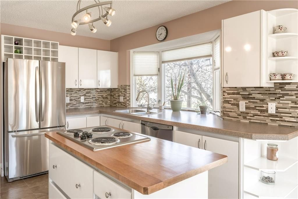 Photo 10: Photos: 248 WOOD VALLEY Bay SW in Calgary: Woodbine Detached for sale : MLS®# C4211183