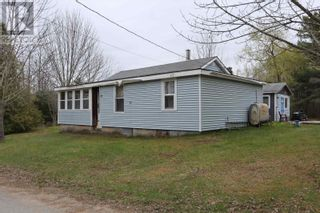 Photo 1: 15 ROGERS Road in Caledonia: House for sale : MLS®# 202110995