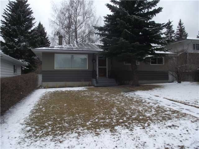 Main Photo: 31 HEALY Drive SW in CALGARY: Haysboro Residential Detached Single Family for sale (Calgary)  : MLS®# C3514062