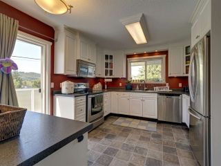 """Photo 3: 6345 ORACLE Road in Sechelt: Sechelt District House for sale in """"West Sechelt"""" (Sunshine Coast)  : MLS®# R2468248"""