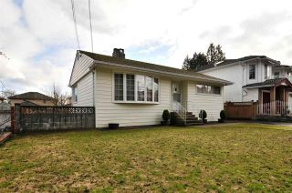 Photo 2: 4868 SMITH AVENUE in Burnaby: Central Park BS House for sale (Burnaby South)  : MLS®# R2141670