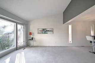 Photo 4: 36 Strathearn Crescent SW in Calgary: Strathcona Park Detached for sale : MLS®# A1152503