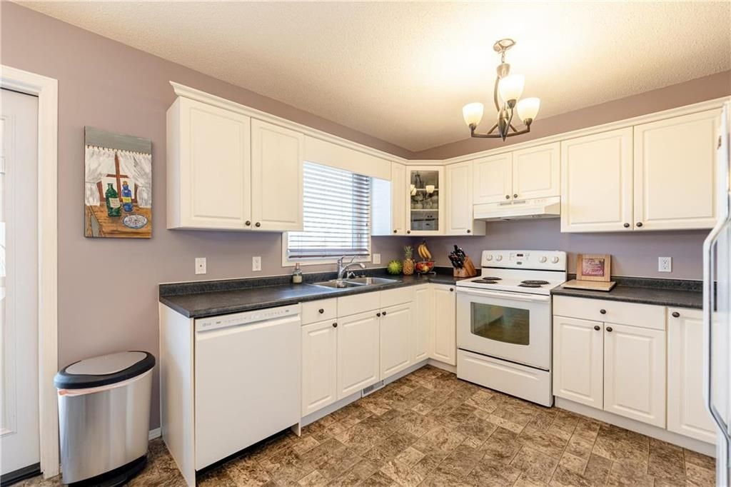 Photo 4: Photos: 20 PENROSE Crescent in Steinbach: R16 Residential for sale : MLS®# 202107867
