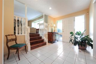 """Photo 2: 6427 CHAUCER Place in Burnaby: Buckingham Heights House for sale in """"BUCKINGHAM HEIGHTS"""" (Burnaby South)  : MLS®# R2402658"""
