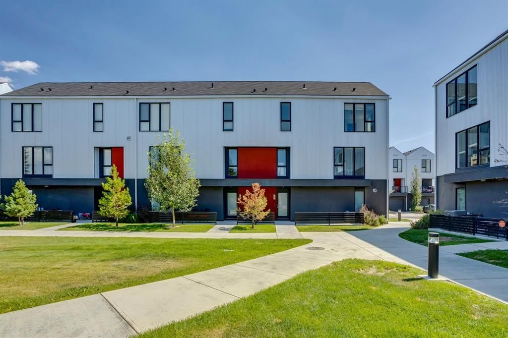 Main Photo: 205 Bow Grove NW in Calgary: Bowness Row/Townhouse for sale : MLS®# A1138305