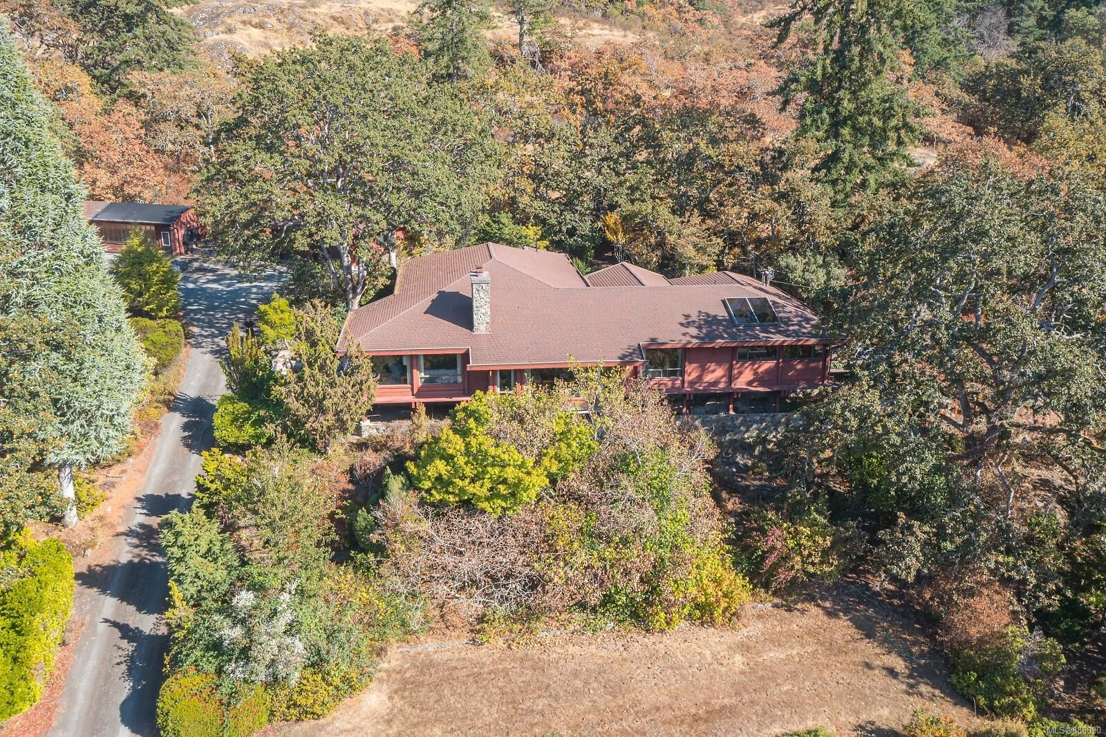 Main Photo: 4553 Blenkinsop Rd in : SE Blenkinsop House for sale (Saanich East)  : MLS®# 886090
