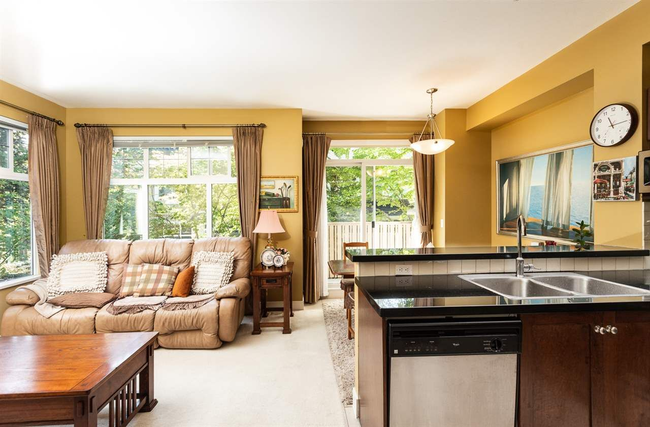 """Photo 2: Photos: 971 WESTBURY Walk in Vancouver: South Cambie Townhouse for sale in """"Churchill Gardens"""" (Vancouver West)  : MLS®# R2488294"""