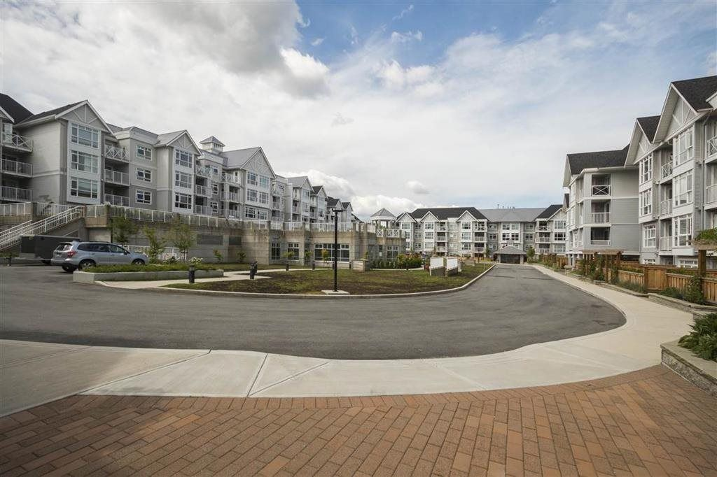"""Photo 18: Photos: 205 3148 ST JOHNS Street in Port Moody: Port Moody Centre Condo for sale in """"SONRISA"""" : MLS®# R2560726"""